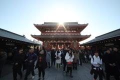 日出ずる浅草寺