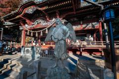 合成っぽい天狗と神社