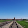 アウシュビッツ強制収容所 快晴の中の死の門