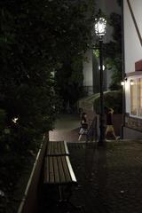 街灯とベンチ