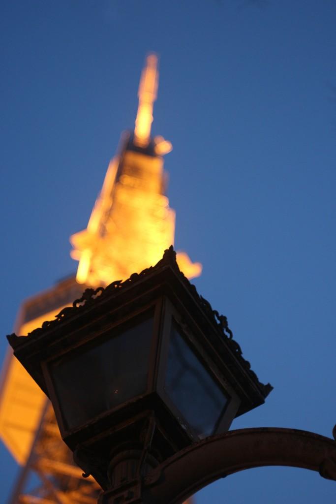 テレビ塔と街灯