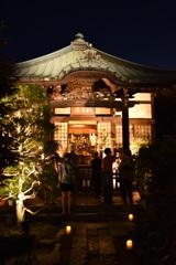 夜の小さなお寺