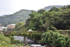 山のふもとの風景