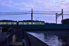 川辺の夕景・最終回 - 電車