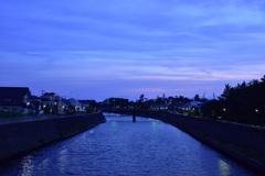 薄曇りの夕景
