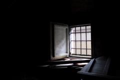 変らぬ窓光