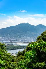 高塔山公園から皿倉山を望む