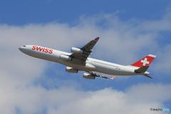 「青い空」が一番 SWISS A340-313 HB-JMC
