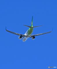 「青い日」 春秋航空 737-800 JA06GR 離陸