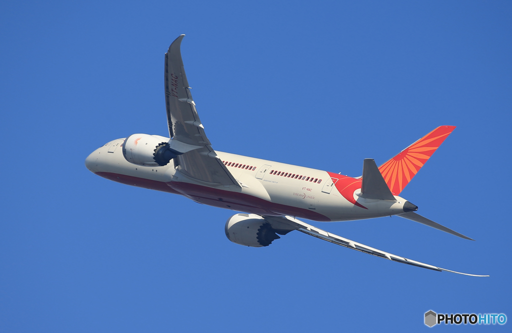 「青が大好き」Air India 787-8 VT-NAC  出発です