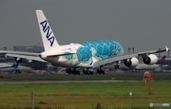 「曇り」Flying Honu A380-841 JA382A  到着します