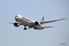 「青い日」 Singapore 787-10 9V-SCF 飛び立ち