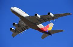 「青い空」が一番 ASIANA A380-841 離陸