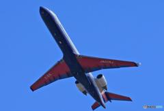「青い日」 IBEX ボンバル CRJ-702 JA07RJ 離陸
