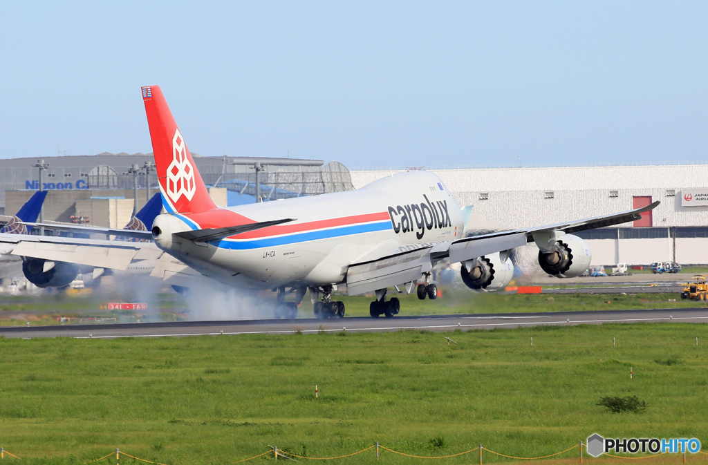「青が好き」 Cargolux 747-8 LX-VCA 到着です