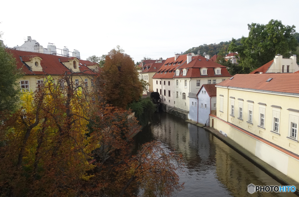 プラハ(528)街並みと河