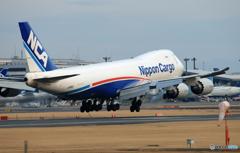 「青い日」 NCA 747-8KZF JA18KZ Landing