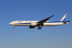 「青い空」が一番 ANA 777-381 JA780A着陸