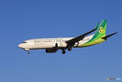 「群青」 春秋航空 737-800 JA02GR到着です