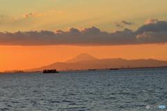 「雲」東京湾岸の夕景