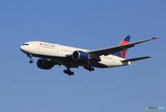 「青色」DELTA 777-232 N710DN  着陸です