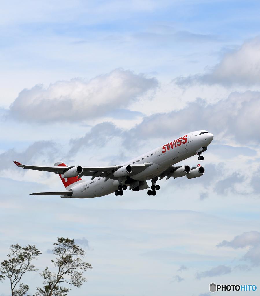 「空色」 SWISS A340-313 HB-JMH 飛行