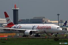 「曇り」Austrian '60 OE-LPF  777-200  出発します