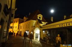 チェコ南部 (514)夜の チェスキー・クルムロフを散策する