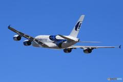 「群青」 Malaysia A380-841 9M-MNB 出発です