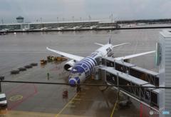 雨のミュンヘン空港で「STAR WARS 」 を見る