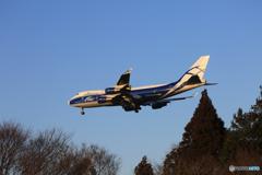「青色が好き」エアーブリッジ Cargo 747ジャンボ機 Landing