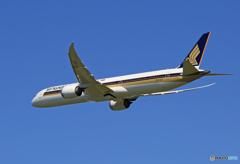 「そらー」 Singapore 787-10 9V-SCF 離陸します