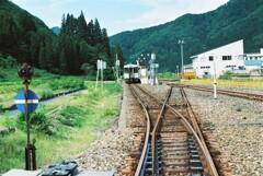 只見駅にて
