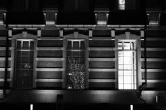 東京イルミネーション ホテルの窓に