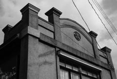 鹿角花輪駅前の時代を感じる建物