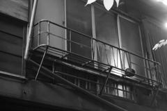 反射するガラス窓