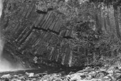 滝つぼの地層