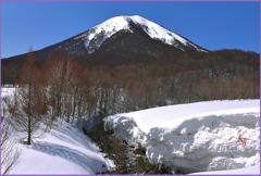 「輝く残雪の雛岳」