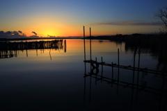 湖畔の朝焼け