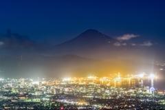 富士山を望む夜