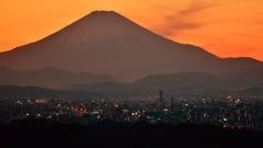 オレンジに染まる富士山