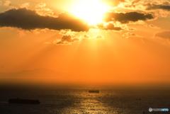 黄金に輝く東京湾