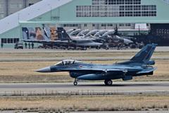 アグレス背景で、百里F-2を・・・