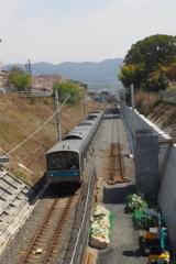 複線化 線路も敷設 春景色