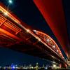 夜空に浮かぶ赤い橋