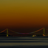 夕暮に浮かぶ明石海峡大橋(レインボーカラー)