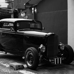 古い街並みにお似合いのお車