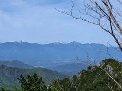 金峰山から北アルプスを眺める