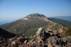 朝日岳山頂から見た茶臼岳