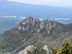 金峰山登山道からの瑞牆山
